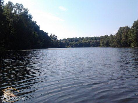 озеро в деревне лучеса