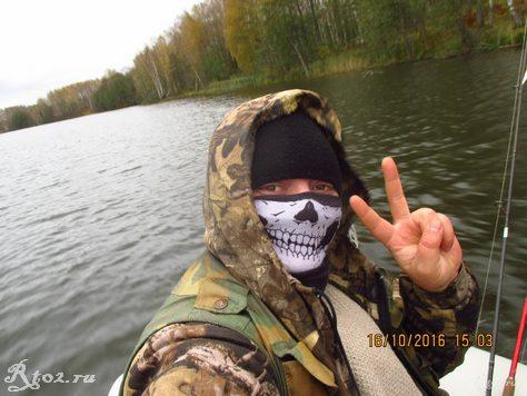 я в лодке в маске от ветра