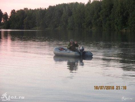 Гена Рембо в лодке