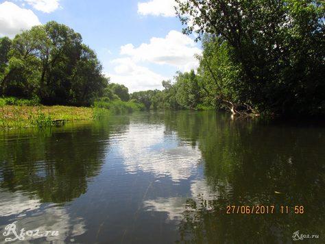 Мелкая река