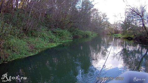 Осенняя небольшая речка