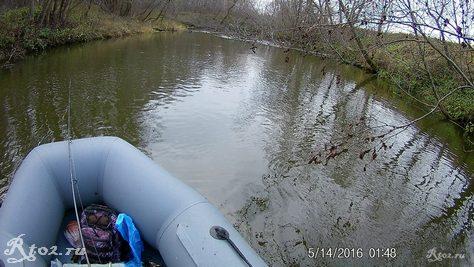 по реке со спиннингом
