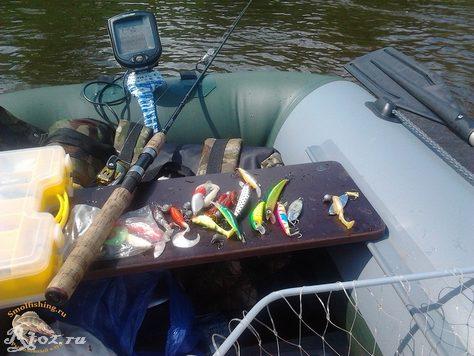 приманки в лодке