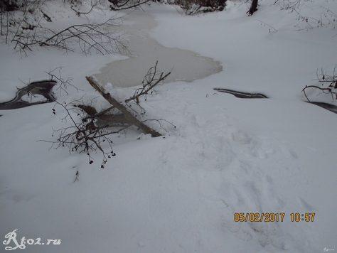 Замерший завал на речке