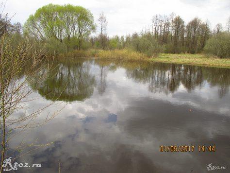 глубокая яма на реке