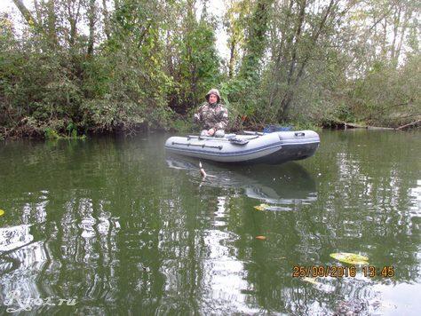 Вовчик в лодке
