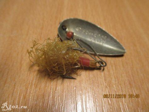 Хвостик блесны из метелки для пыли