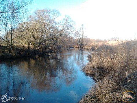 Река хмара осенью