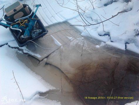 провалился на речке. санки на льду
