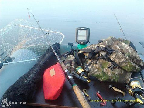 в лодке спиннинги и рюкзак