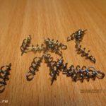 Крепление (пружинка) для фиксации силиконовых приманок на офсетных крючках