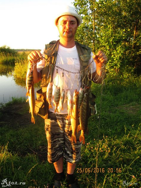я с уловом на озере