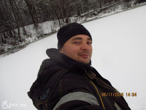 я на льду на озере