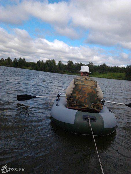 плыву на лодке по десне