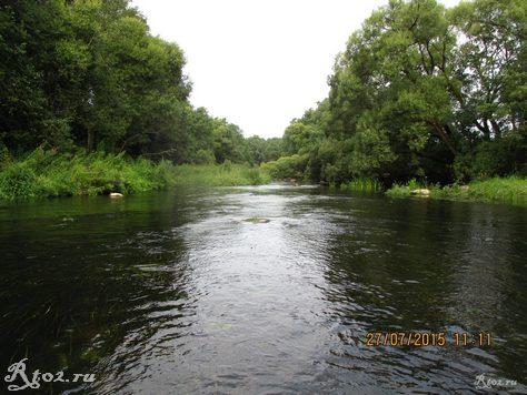 каменистый перекат на реке