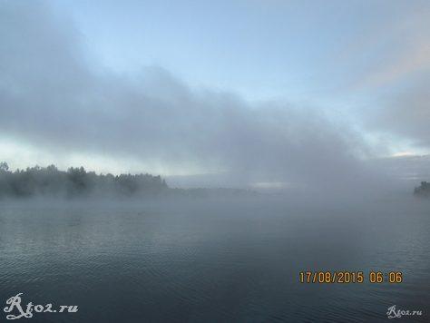 туман над водой на реке Стряна