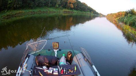 плыву на лодке по реке Днепр 324