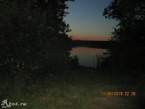 стоянка на озере вечером