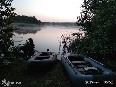 наша стоянка на озере ранним утром