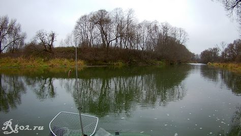 малая река осенью