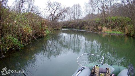 осенняя малая река
