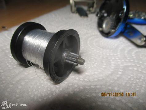 Металлическая шестеренка на шпуле
