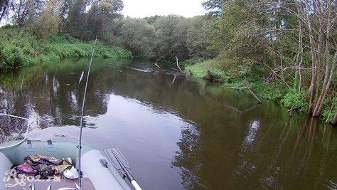 Сплав по малой реке в сентябре