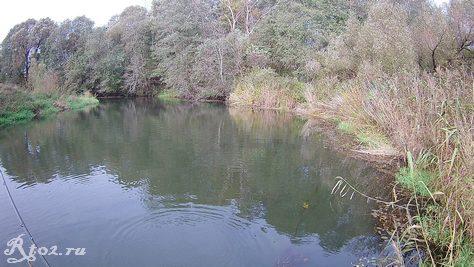 Ямка на реке в октябре 2020