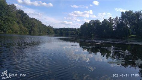 Местное озеро в середине августа 2021